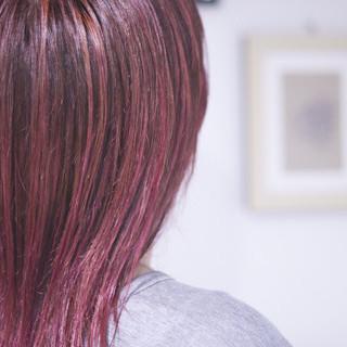 ベリーピンク ナチュラル ピンク コントラストハイライト ヘアスタイルや髪型の写真・画像