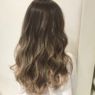 ロング グラデーションカラー ゆるふわ 暗髪 ヘアスタイルや髪型の写真・画像