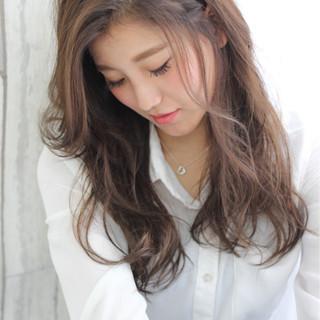 ロング ウェーブ 大人かわいい ミルクティー ヘアスタイルや髪型の写真・画像 ヘアスタイルや髪型の写真・画像