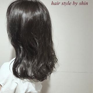 デート リラックス ミディアム ウェーブ ヘアスタイルや髪型の写真・画像