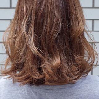 フェミニン ボブ ゆるふわ 外ハネ ヘアスタイルや髪型の写真・画像