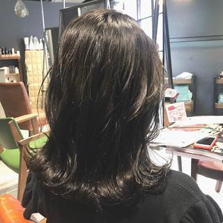 大人ミディアム oggiotto カーキアッシュ ミディアム ヘアスタイルや髪型の写真・画像