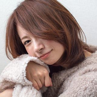 ミディアム 大人かわいい 冬カラー オフィス ヘアスタイルや髪型の写真・画像