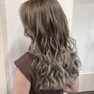 外国人風フェミニン セミロング ハイライト 外国人風カラー ヘアスタイルや髪型の写真・画像