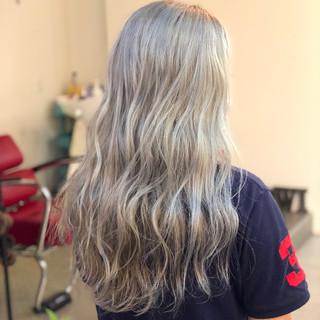 アッシュ セミロング シルバー ストリート ヘアスタイルや髪型の写真・画像