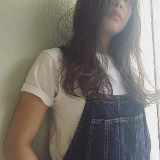 グラデーションカラー ハイライト 外国人風 くせ毛風 ヘアスタイルや髪型の写真・画像