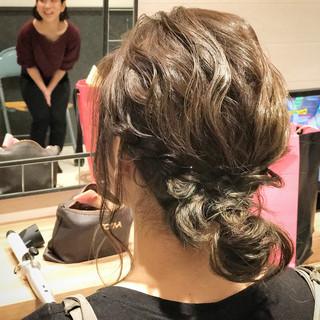 ミディアム 簡単 フェミニン ヘアアレンジ ヘアスタイルや髪型の写真・画像