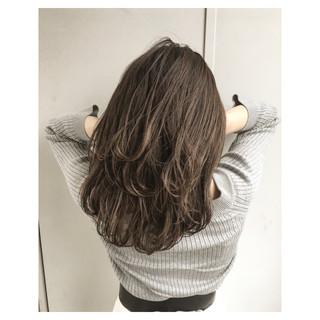 リラックス ハイライト オフィス セミロング ヘアスタイルや髪型の写真・画像