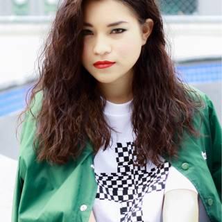 ストリート ウェットヘア ストレート セミロング ヘアスタイルや髪型の写真・画像 ヘアスタイルや髪型の写真・画像