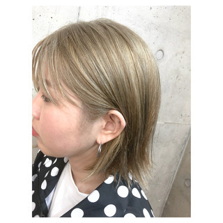 ボブ ブリーチ ヌーディベージュ ハイライト ヘアスタイルや髪型の写真・画像