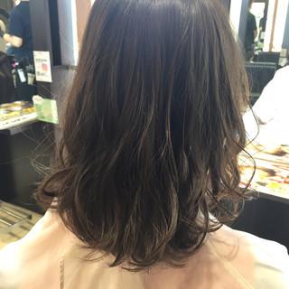 アンニュイ ナチュラル アッシュグレー リラックス ヘアスタイルや髪型の写真・画像