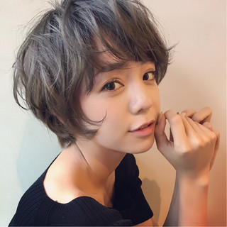 フェミニン 外国人風 アンニュイ ウェーブ ヘアスタイルや髪型の写真・画像
