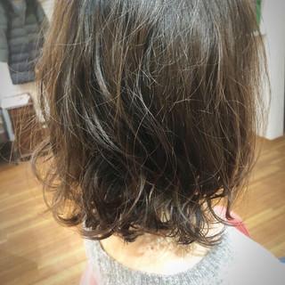 セミロング 無造作パーマ ゆるふわパーマ パーマ ヘアスタイルや髪型の写真・画像