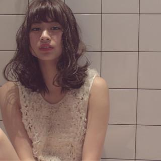 フェミニン ミディアム ゆるふわ 外国人風 ヘアスタイルや髪型の写真・画像