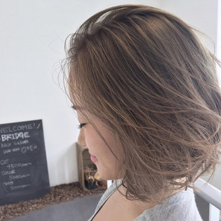 ラフ 外国人風 ハイライト ヌーディベージュ ヘアスタイルや髪型の写真・画像