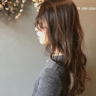 アンニュイほつれヘア デート アウトドア フェミニン ヘアスタイルや髪型の写真・画像