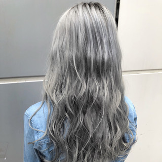 ホワイト ハイトーン ロング 外国人風カラー ヘアスタイルや髪型の写真・画像