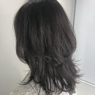 アッシュグレージュ ウルフカット セミロング グレージュ ヘアスタイルや髪型の写真・画像