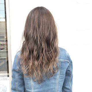 アッシュ オフィス ストリート ロング ヘアスタイルや髪型の写真・画像