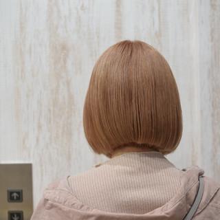 ボブ ミニボブ ミルクティーベージュ ハイトーン ヘアスタイルや髪型の写真・画像