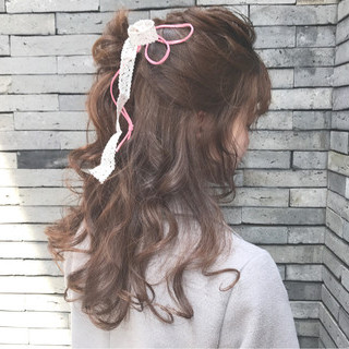 ヘアアレンジ ハーフアップ アッシュベージュ ルーズ ヘアスタイルや髪型の写真・画像