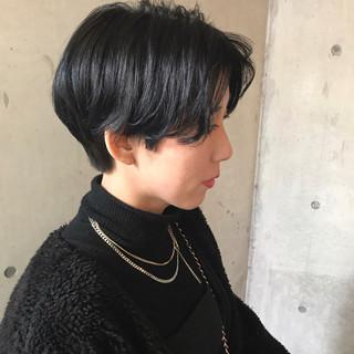 ダークカラー センターパート ハンサムショート ベリーショート ヘアスタイルや髪型の写真・画像