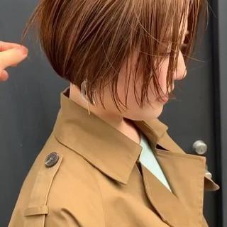 ショートヘア ミニボブ ミルクティーベージュ ナチュラル ヘアスタイルや髪型の写真・画像