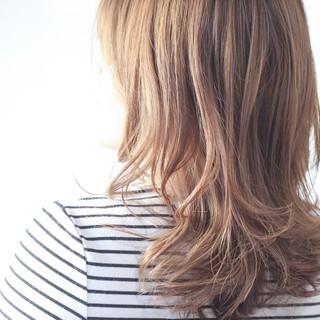 アッシュベージュ ナチュラル セミロング ベージュ ヘアスタイルや髪型の写真・画像