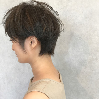 アッシュベージュ ナチュラル 前髪あり 大人かわいい ヘアスタイルや髪型の写真・画像
