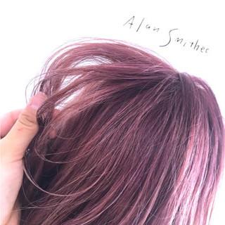 ベリーピンク ラベンダーピンク 波ウェーブ ウェーブ ヘアスタイルや髪型の写真・画像