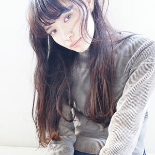 アンニュイ 暗髪 ナチュラル ロング ヘアスタイルや髪型の写真・画像