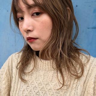 ミディアム モード ウルフ ウルフカット ヘアスタイルや髪型の写真・画像
