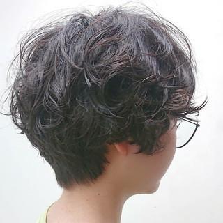 マッシュショート 黒髪 無造作パーマ ナチュラル ヘアスタイルや髪型の写真・画像