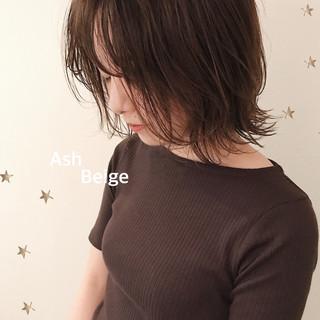 アッシュベージュ ナチュラル ウルフカット ナチュラルウルフ ヘアスタイルや髪型の写真・画像