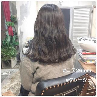 グレージュ セミロング ナチュラル ヘアアレンジ ヘアスタイルや髪型の写真・画像