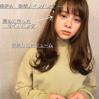 小顔ヘア 小顔 セミロング シースルーバング ヘアスタイルや髪型の写真・画像