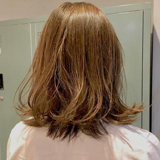 イルミナカラー 外ハネ ナチュラル ウルフカット ヘアスタイルや髪型の写真・画像