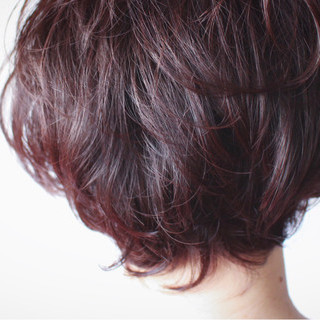 ベリーピンク 色気 ナチュラル ショート ヘアスタイルや髪型の写真・画像