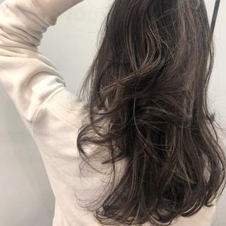 ナチュラル ハイライト セミロング 地毛ハイライト ヘアスタイルや髪型の写真・画像