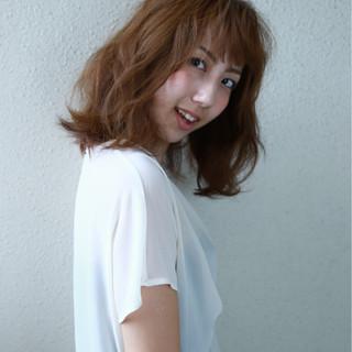 フェミニン ウェーブ ゆるふわ ナチュラル ヘアスタイルや髪型の写真・画像