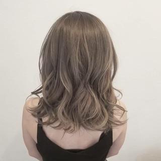 アッシュ ハイトーン デート ハイライト ヘアスタイルや髪型の写真・画像