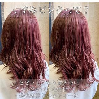 デート ピンクアッシュ レイヤー ナチュラル ヘアスタイルや髪型の写真・画像