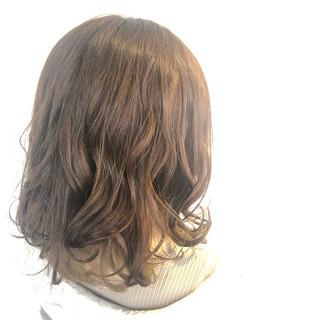セミロング ハイトーンカラー ブリーチなし ミルクティーベージュ ヘアスタイルや髪型の写真・画像