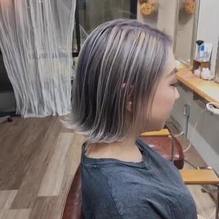 ショートボブ インナーカラー 大人ハイライト ストリート ヘアスタイルや髪型の写真・画像