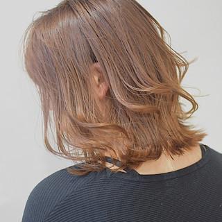 ミルクティーブラウン ナチュラルブラウンカラー ナチュラル ミディアム ヘアスタイルや髪型の写真・画像