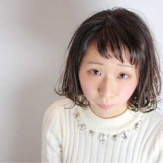 小顔 ニュアンス 前髪あり ナチュラル ヘアスタイルや髪型の写真・画像
