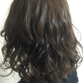 アッシュ ベージュ ゆるふわ ミディアム ヘアスタイルや髪型の写真・画像