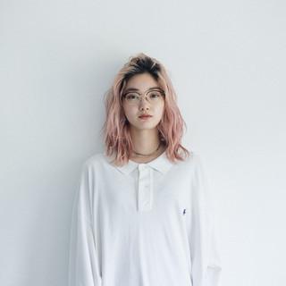 スポーツ ピンクカラー パーマ ナチュラル ヘアスタイルや髪型の写真・画像
