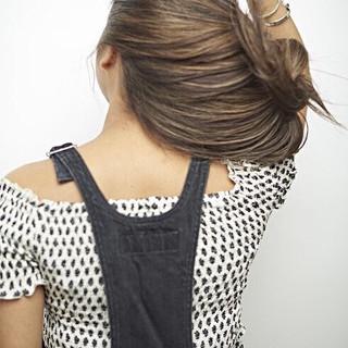 エレガント ハイライト 3Dハイライト グレージュ ヘアスタイルや髪型の写真・画像 ヘアスタイルや髪型の写真・画像