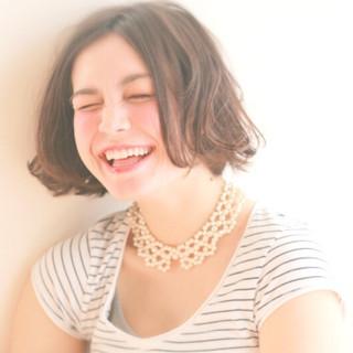 ウェーブ ガーリー ナチュラル 外国人風 ヘアスタイルや髪型の写真・画像 ヘアスタイルや髪型の写真・画像